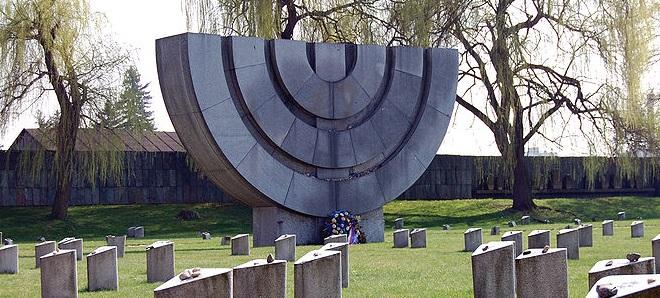 800px-Židovský_hřbitov_v_Terezíně_2009_04